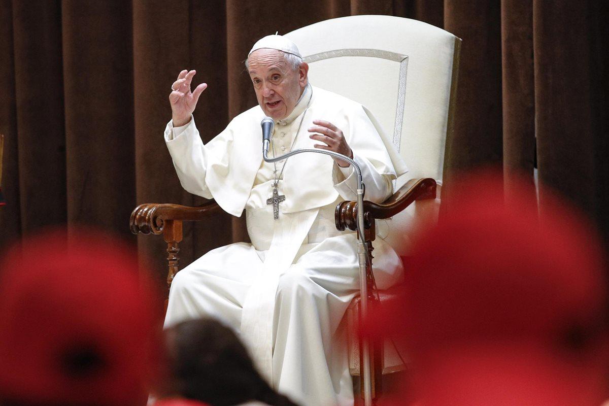 El papa Francisco aceptó la renuncia de tres de los obispos envueltos en escándalos de abuso sexual a menores. (Foto Prensa Libre: EFE)