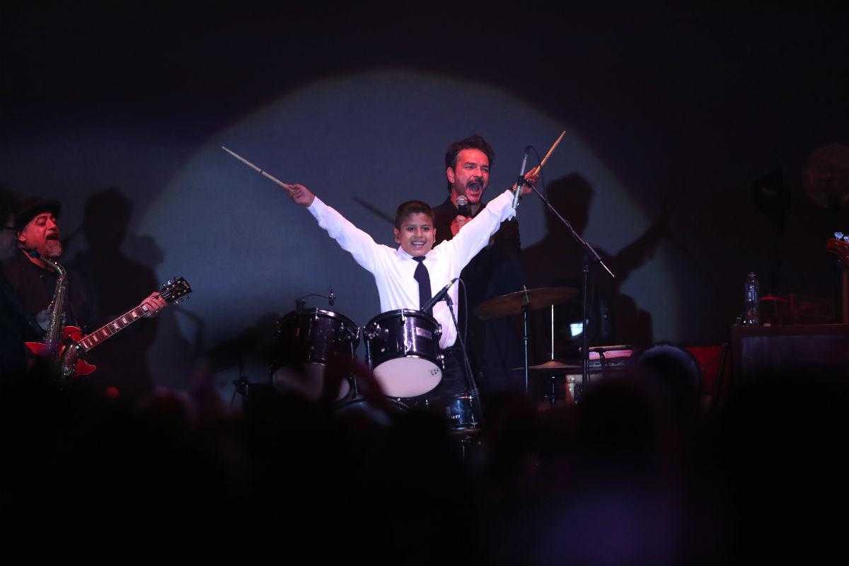 César Roberto Hernández Rosa es el niño baterista que cautivó a Ricardo Arjona durante su concierto. (Foto Prensa Libre: Keneth Cruz)