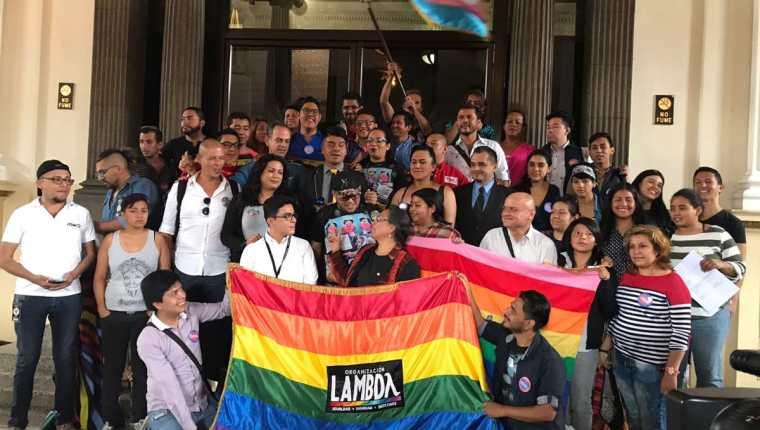 Organizaciones apoyaron la iniciativa contra la discriminación por razones de género. (Foto Prensa Libre: Óscar Rivas)