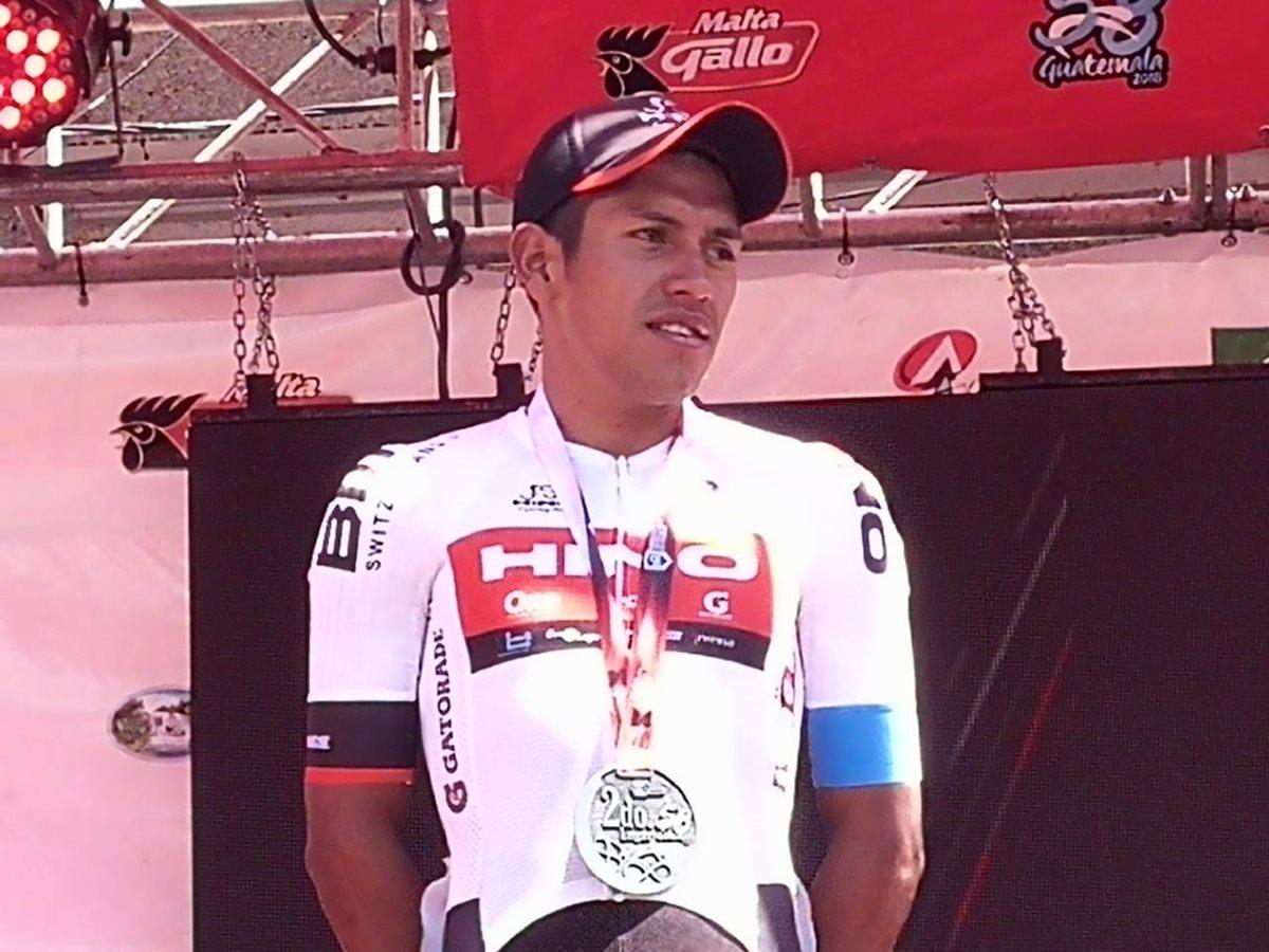 El ciclista de Tecpán, Jhonathan de León, llegó segundo a San Pedro, San Marcos y se mantiene tercero en la general. (Foto Prensa Libre: Carlos Vicente)