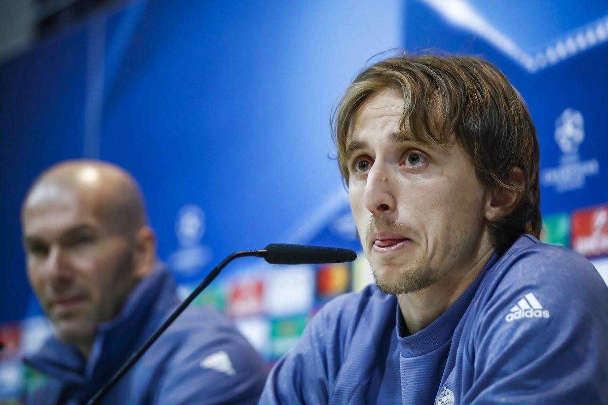 Luka Modric comparece ante los medios previo al duelo del Real Madrid contra el Nápoli. (Foto Prensa Libre: EFE).