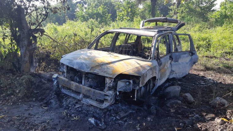 Cuatro cadáveres carbonizados fueron localizados en Escuintla. (Foto Prensa Libre: Carlos Paredes)