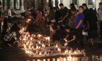 Familias se reúnen frente al Palacio Nacional para solidarizarse con la tragedia de Hogar Seguro. (Foto: Carlos Hernández)