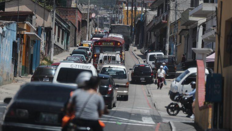 Entrada a la zona 1 de Mixco, donde se forman atascos constantemente, aseguran vecinos.(Foto Prensa Libre: Óscar Rivas).