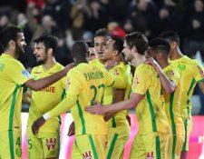 Los jugadores de Nantes festejan en la victoria contra el Dijon. (Foto Prensa Libre: AFP)