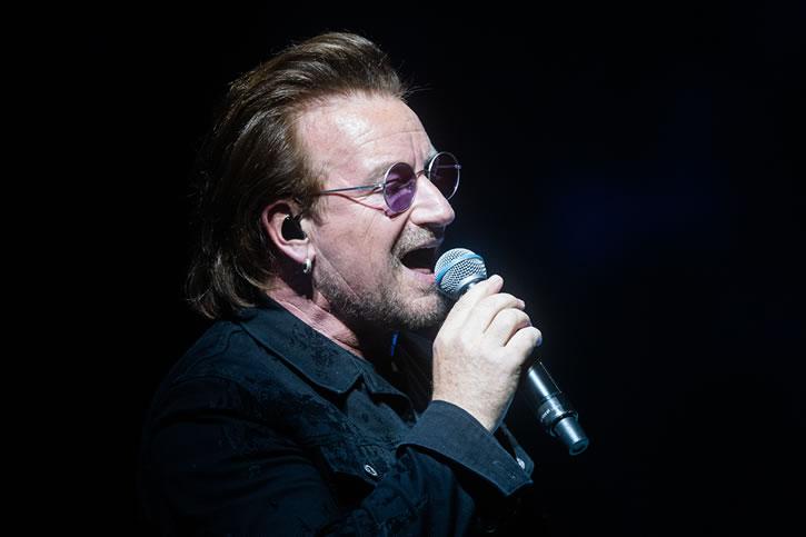 Bono se presentaba junto a su banda como parte de la gira mundial Innocence + Experience. (Foto Prensa Libre: AFP)