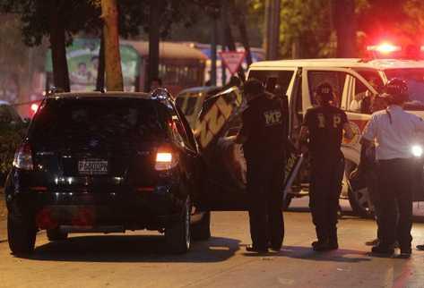 La abogada penalista Lea de León murió víctima de un ataque armado la tarde de este jueves en la Avenida de La Reforma y 8 calle, zona 9. (Foto Prensa Libre: Esbin García)