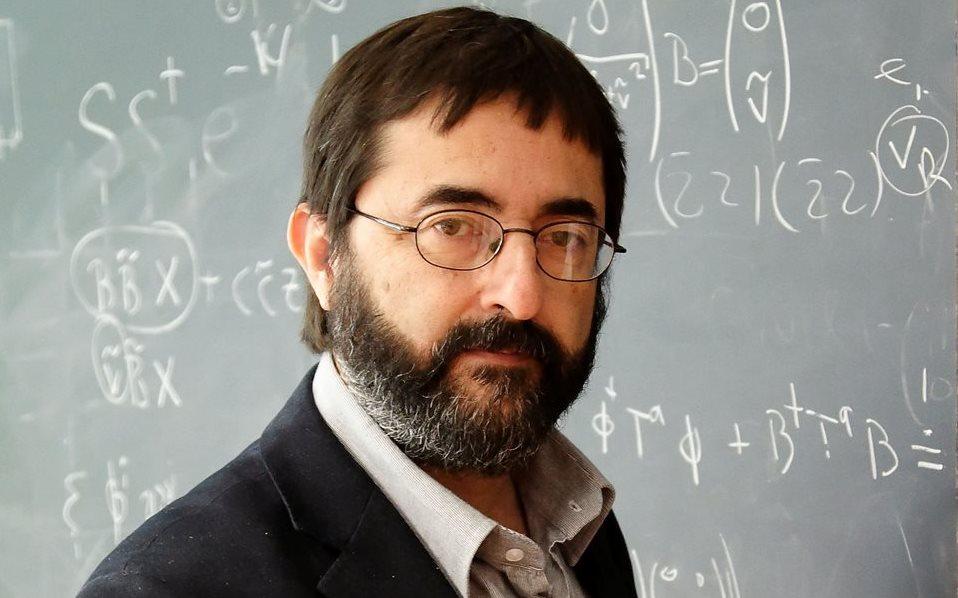 El físico guatemalteco Fernando Quevedo recibe la medalla Abdus Salam
