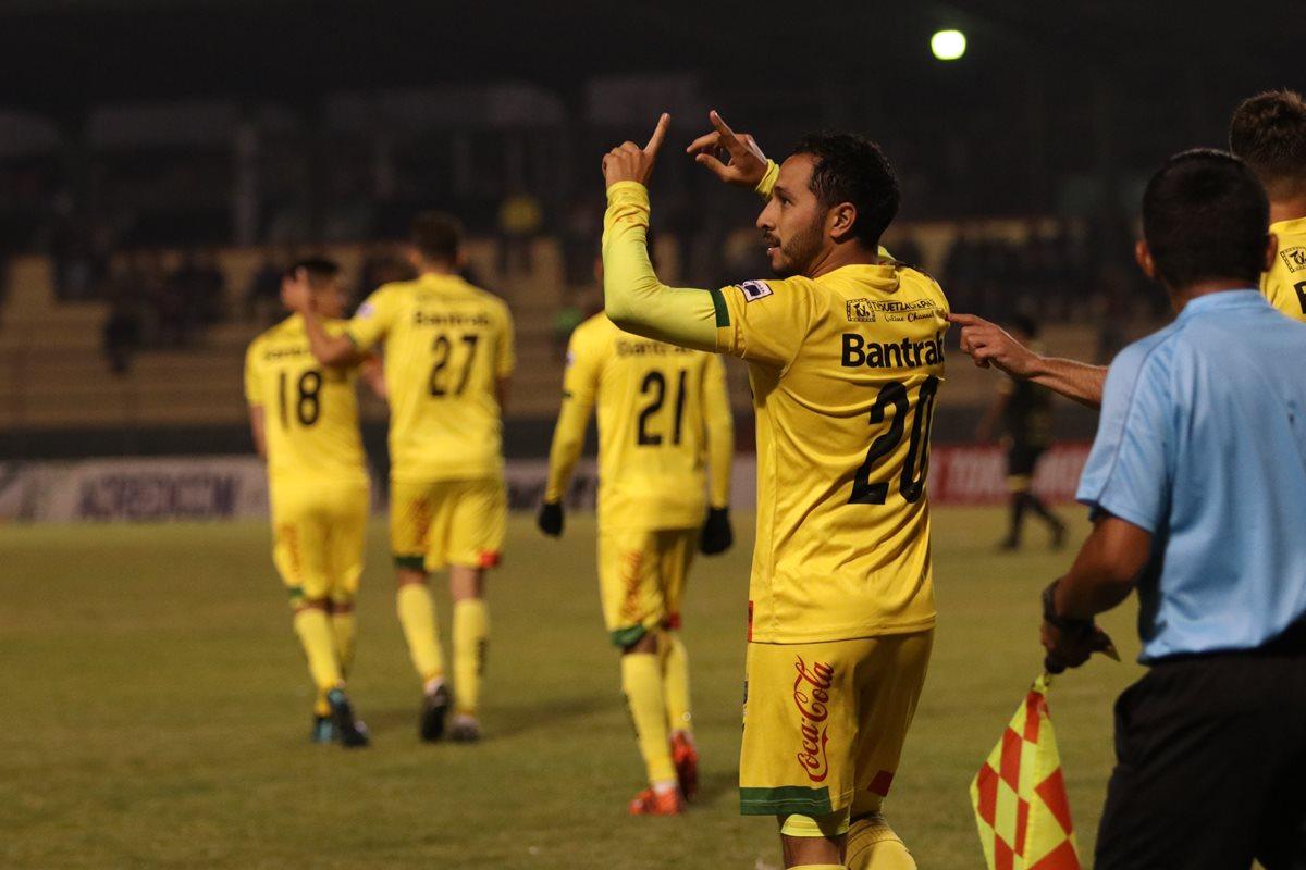 Diego Ruiz anotó el gol del triunfo y pidió apoyo sincero a la afición. (Foto Prensa Libre: Raúl Juárez)