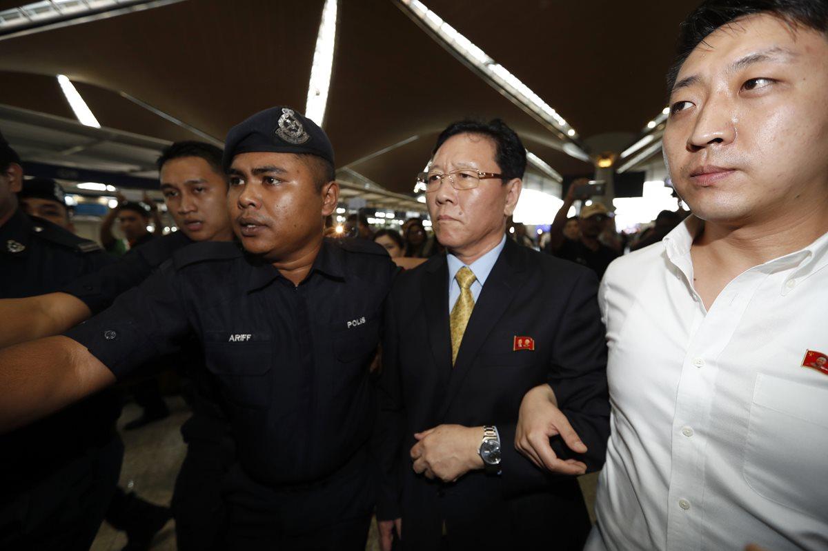 Embajador norcoreano abandona Malasia tras ser expulsado