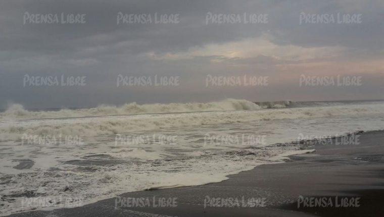 El alto oleaje en comunidades de Moyuta, Jutiapa, provocó que algunas viviendas ubicadas en las playas de La Barrona y la Barra del Jilote resultaran inundadas. (Foto Prensa Libre: Carlos E. Paredes)