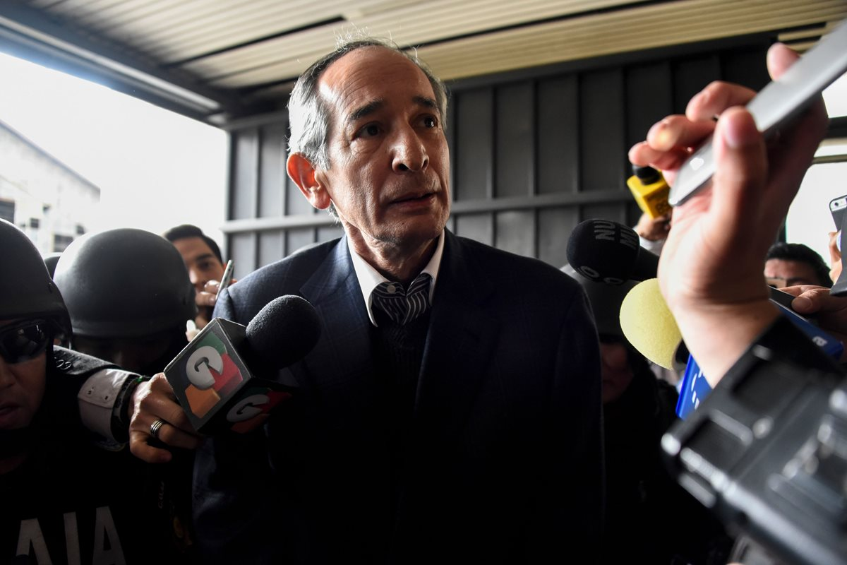 Álvaro Colom, dos veces investigado por la Cicig