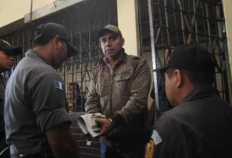 Capitán Byron Lima Oliva podría hacer negocios ilegales en la cárcel, según pesquisas.