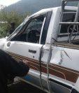 Picop en el que viajaban 11 estudiantes de la escuela Núcleos Familiares Educativos de Pajales, Cunen, Quiché, y que se accidentó. (Foto Prensa Libre: Héctor Cordero)