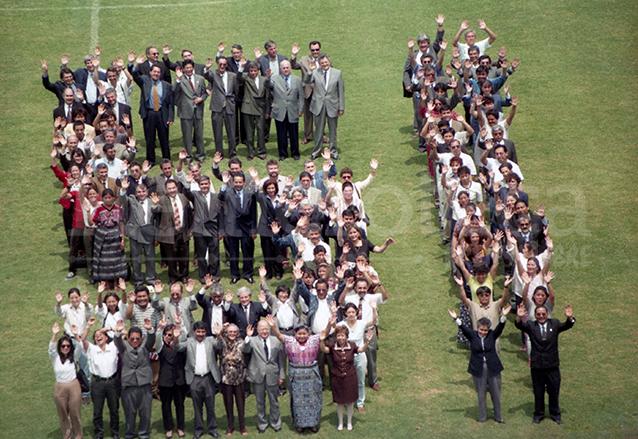 Diversas agrupaciones sociales y personas individuales hicieron campaña por el Sí antes de la consulta popular de 1999. En la imagen, una pieza publicitaria grabada en el entonces estadio Mateo Flores. (Foto: Hemeroteca PL)