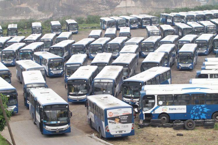 Los buses del Transurbano permanecen dentro del predio en la calzada Atanasio Tzul.