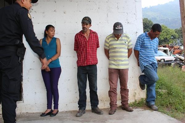 La Policía investiga si los detenidos integran una banda dedicada al robo de ganado. (Foto Prensa Libre: Oswaldo Cardona).
