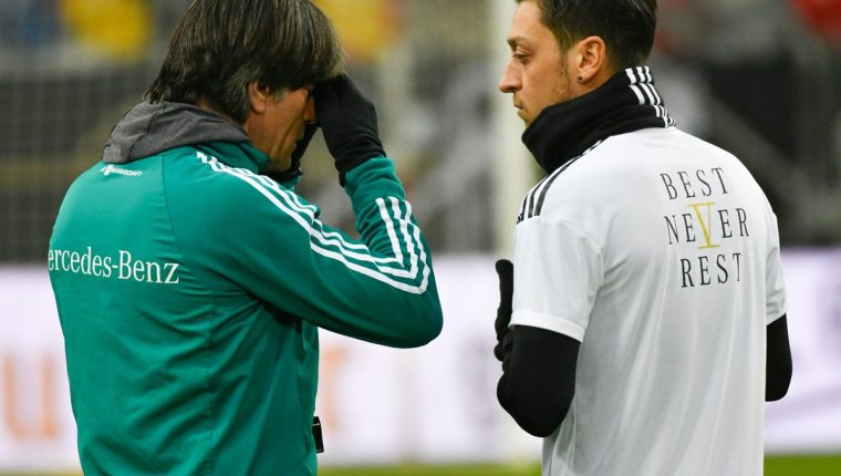 Özil es una pieza clave en el armado del entrenador Joachim Löw. (Foto Prensa Libre: AFP)