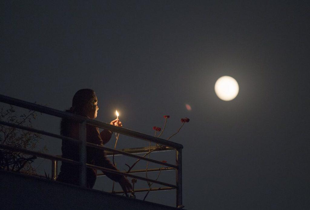 Así se observó la luna llena en Nepal.
