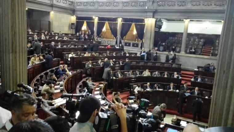 Diputados en el hemiclo parlamentario. (Foto Prensa Libre: Edwin Bercián)