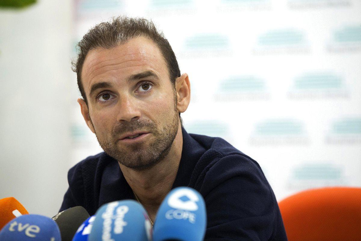Alejandro Valverde ofreció una conferencia de prensa para informar sobre la operación y recuperación de su pierna izquierda. (Foto Prensa Libre: EFE)
