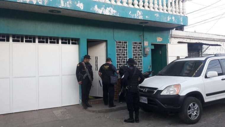 Autoridades pretenden efectuar 10 órdenes de captura. (Foto Prensa Libre: PNC)