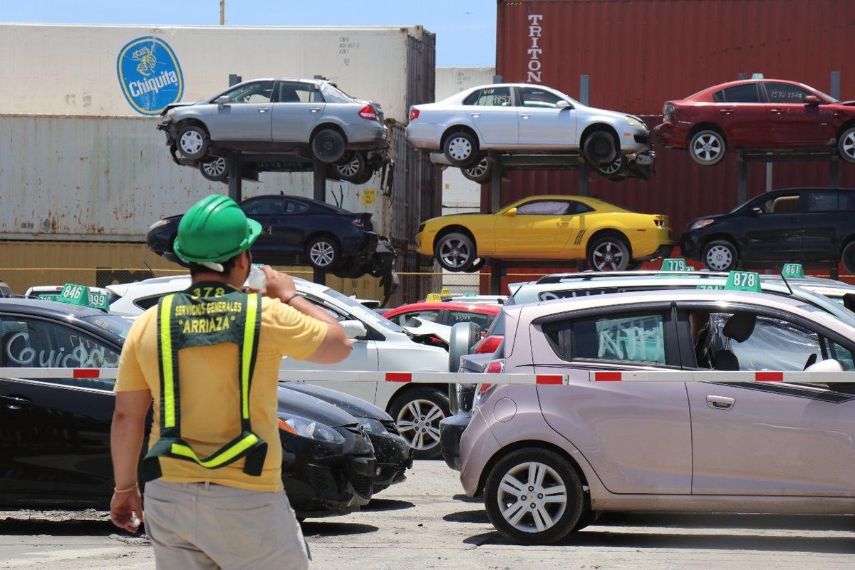 ¿Quién da más? Vehículos desde Q2 mil y contenedores estarán en subasta organizada por la SAT