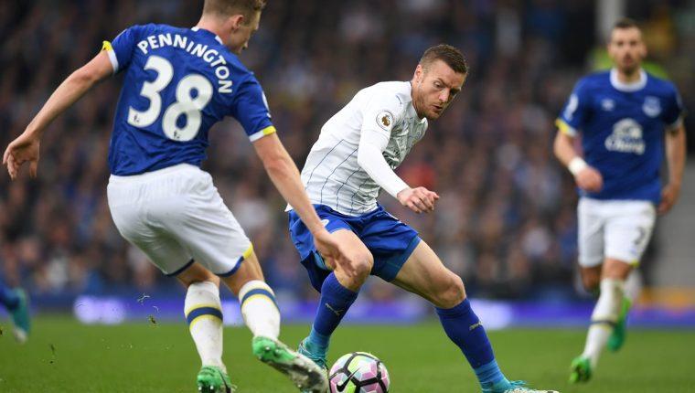 El delantero del Leicester City Jamie Vardy uno de los hombres más peligrosos del equipo inglés. (Foto Prensa Libre: AFP)