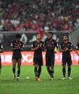 Los jugadores del Arsenal aplauden luego de vencer al Bayern Múnich en la tanda de penaltis. (Foto Prensa Libre: AFP)