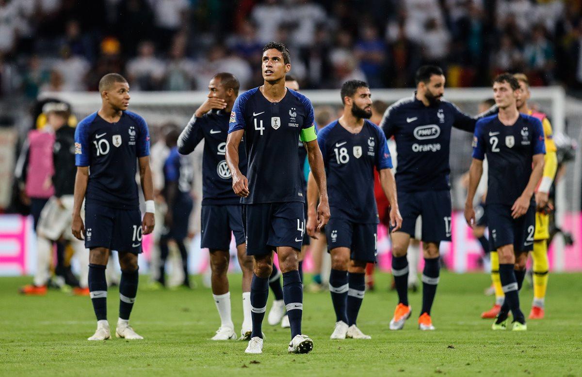 Los jugadores de Francia se lamentaron al final del partido. (Foto Prensa Libre: EFE)