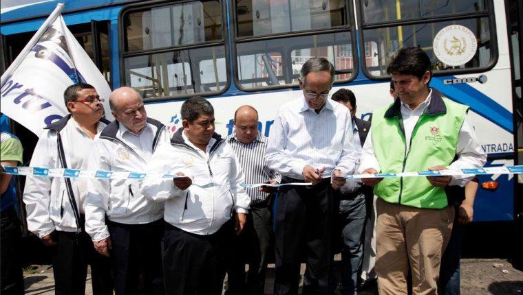 En febrero de 2011, el expresidente Álvaro Colom inauguró junto a exfuncionarios de gobierno y representantes de la Municipalidad de Guatemala el arranque de operaciones del Transurbano. (Foto Prensa Libre: Gobierno de Álvaro Colom)