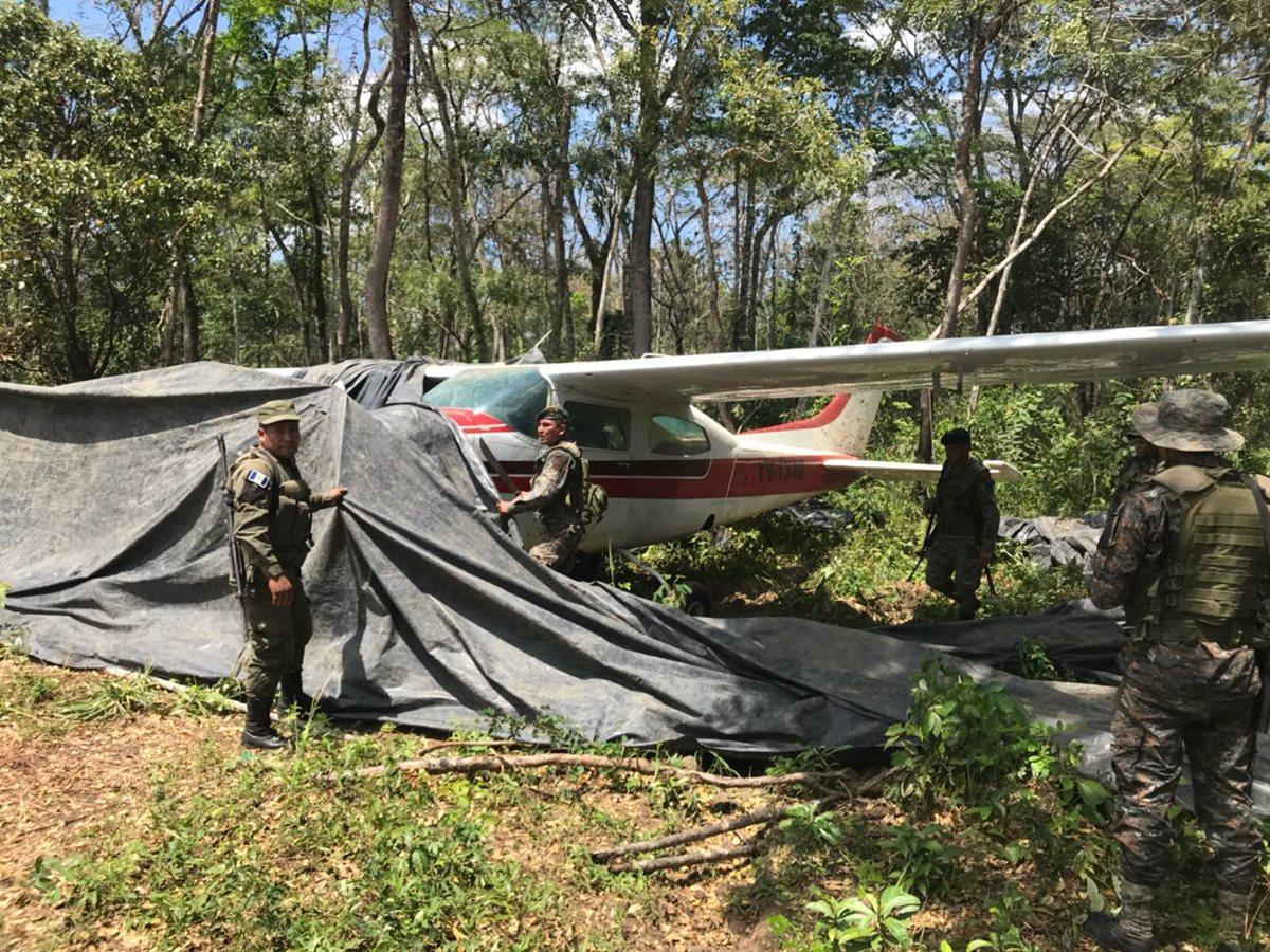 Localizan otra avioneta de supuestos narcos en pista clandestina