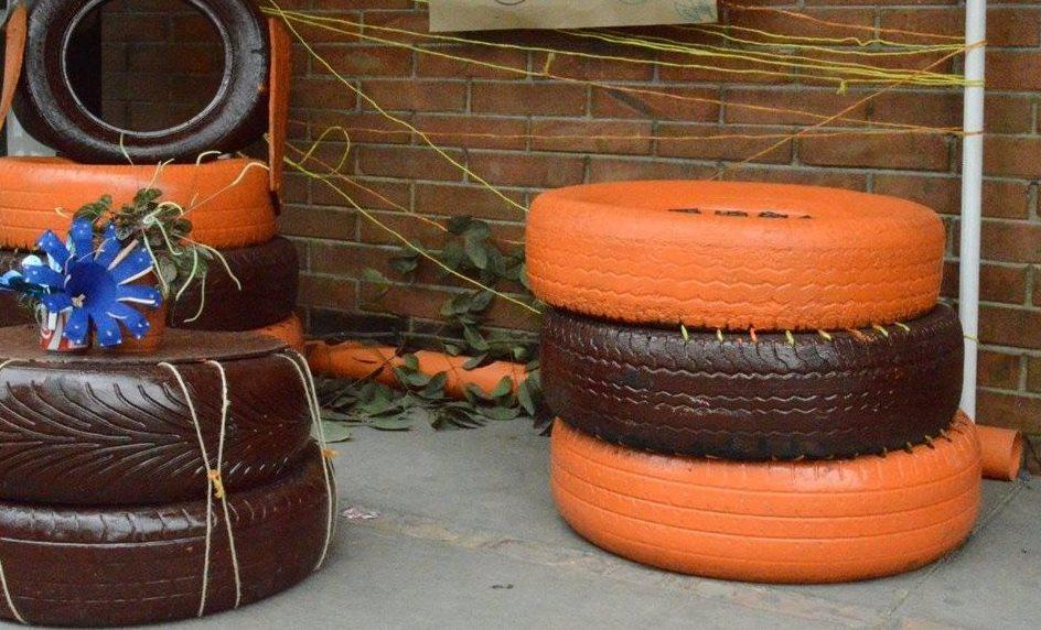 Vecinos recogen neumáticos usados para construir parque ecológico