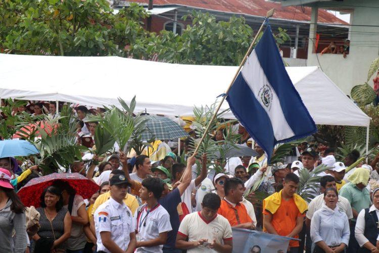 Más de diez mil personas se presentaron a la ceremonia en Izabal.