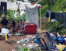 Más de 50 personas viven en el cementerio de Vila Nova Cachoeirinha, en la zona norte de Sao Paulo. Foto: Felipe Souza (BBC Brasil).
