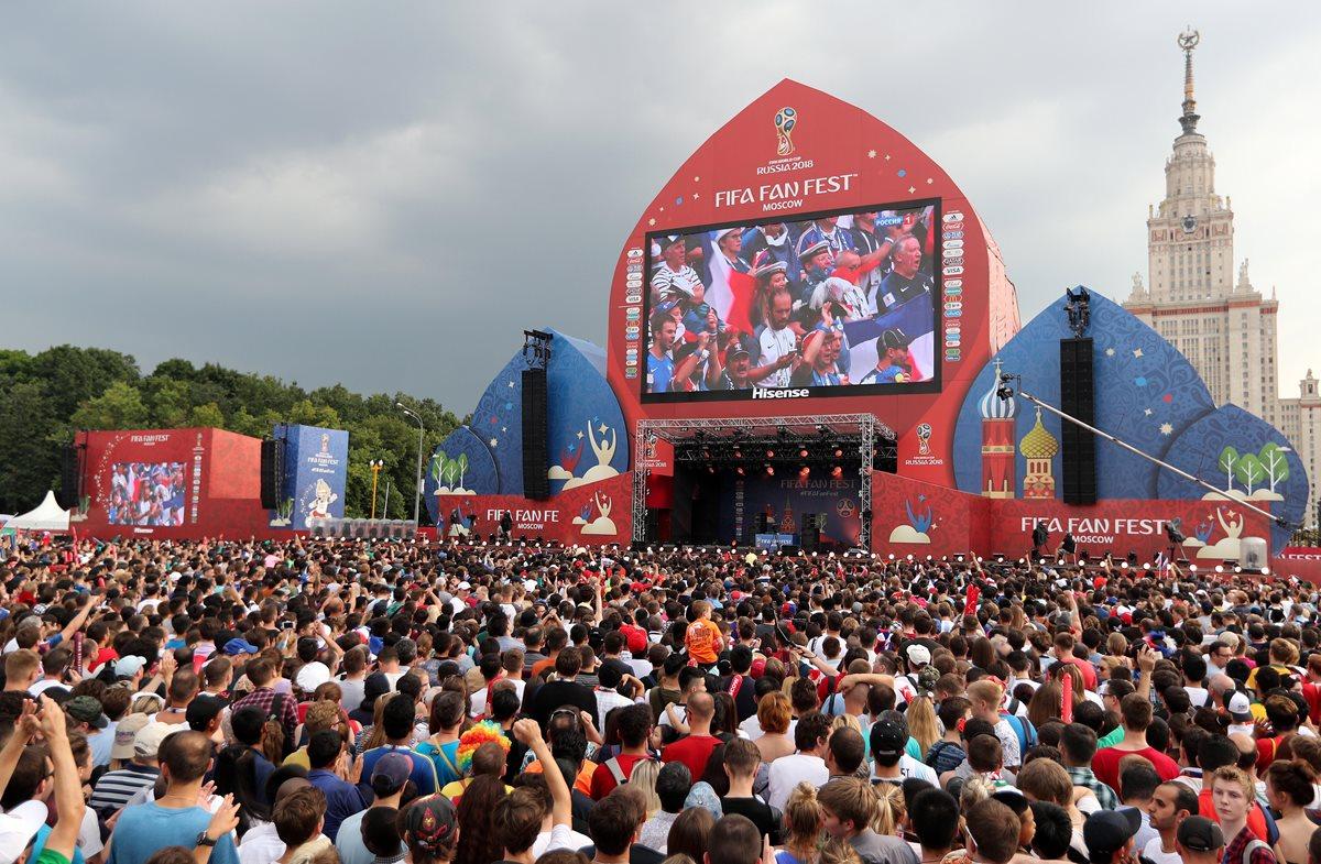 Cinco fueron los lugares en los que se celebraron las Fan Fest para ver los partidos de la Copa Mundial de la FIFA, y donde más gastaron. (Foto Prensa Libre: EFE)