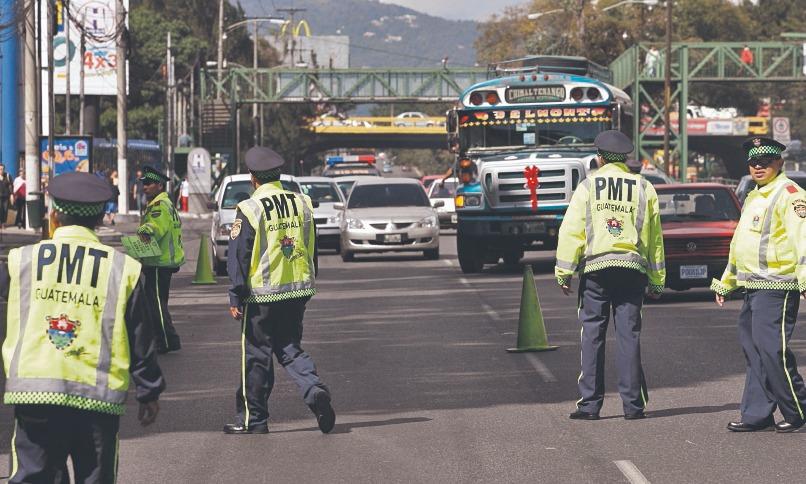 Uno de los operativos de alcoholemia efectuados por la PMT en la Ciudad de Guatemala.(Foto Prensa Libre: Hemeroteca PL)