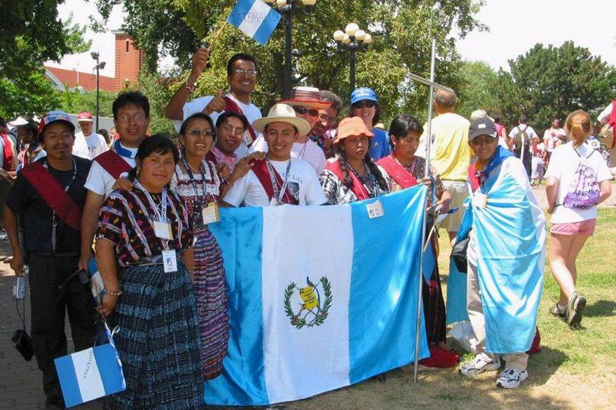 Jóvenes de la diócesis de El Quiché participando en la JMJ de Toronto en 2002. (Foto: Hemeroteca PL)