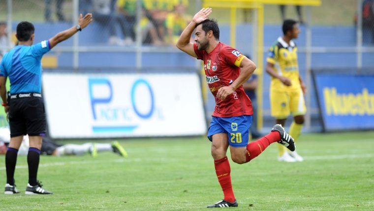 Carlos Humberto Ruiz no logró cumplir su promesa de salir campeón con Municipal, en su regreso al club en el 2014 (Foto Prensa Libre: Hemeroteca PL)