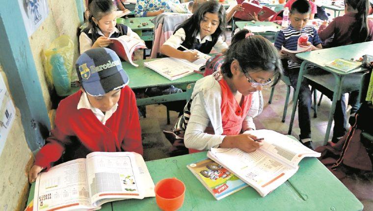 Según maestos, llevan tres meses de estar luchando para que el Pacto sea homologado, y no hay respuesta del Estado. (Foto Prensa Libre: Hemeroteca PL)