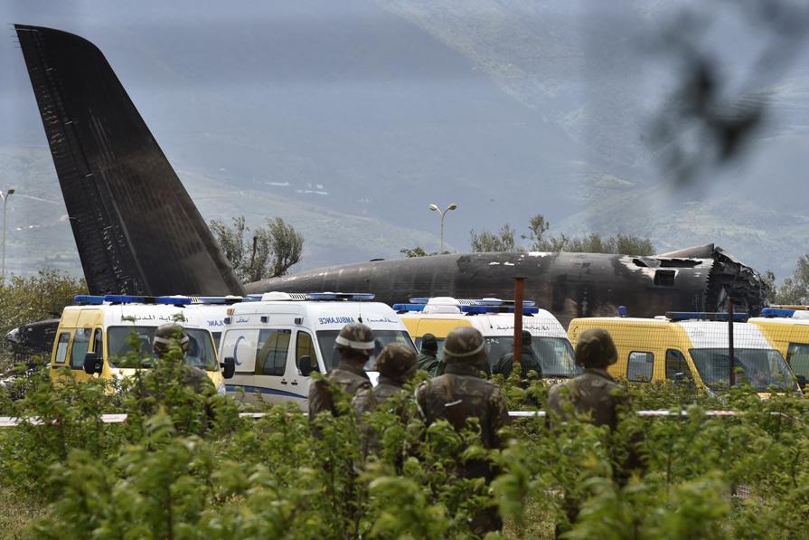 Mueren 257 personas en la peor tragedia aérea de Argelia