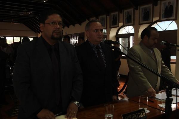 Leonidas Guerra, -al centro-, alcalde de Jalapa.