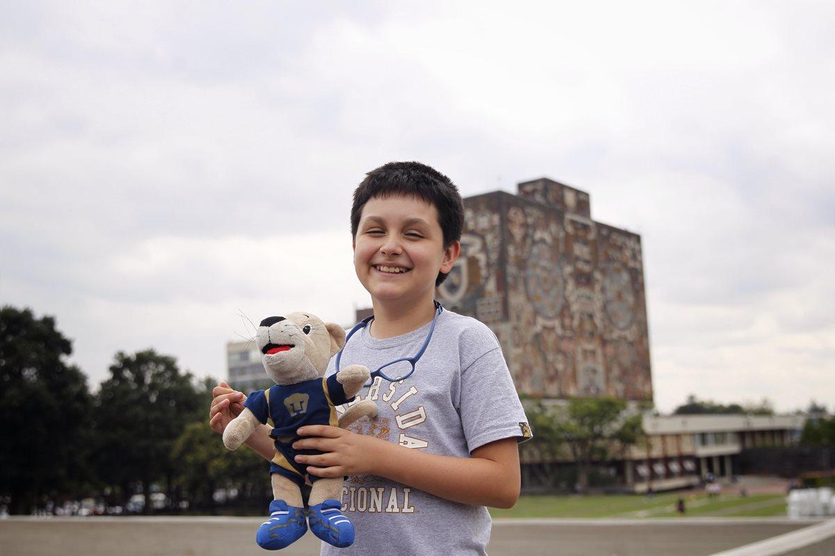 A sus 12 años, niño estudiará en universidad con ilusión de sacar a México del hoyo