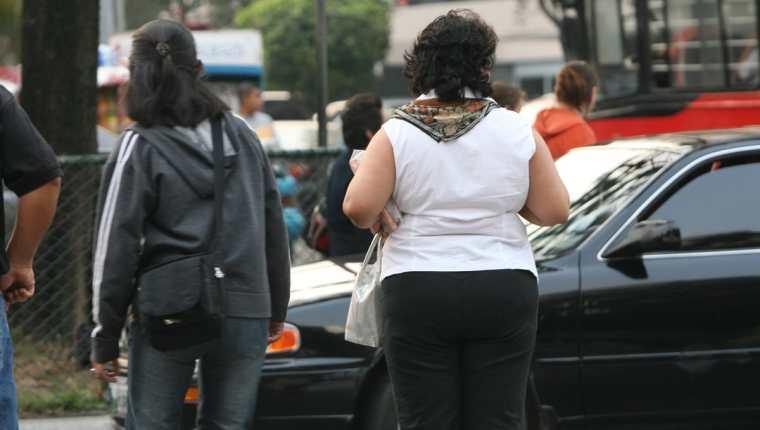 Tres cuartas partes de los adultos de Centroamérica tienen obesidad, condición que lleva a padecimientos crónicos. (Foto Prensa Libre: Hemeroteca)