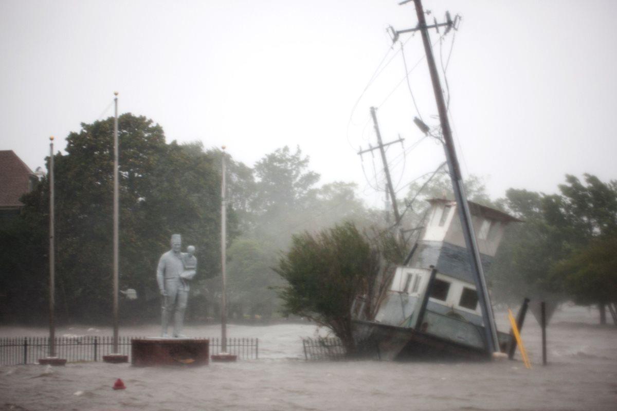 The Neuse River se desbordó en New Bern, Carolina del Norte. (Foto Prensa Libre: AFP)