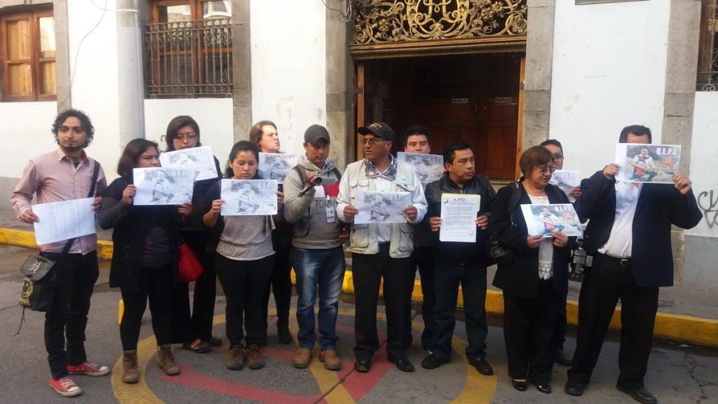 Exigen justicia por crimen contra periodista y su esposa