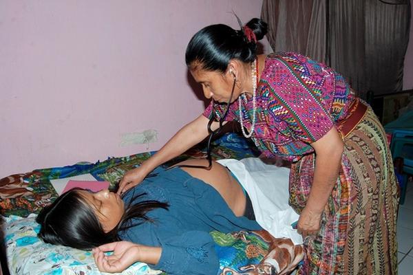 El Gobierno tiene como objetivo lograr la disminución de la mortalidad materna infantil en el país. (Foto Prensa Libre: Archivo)