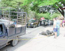 Luis David  Aldana Casasola murió luego que su motocicleta colisionara con un picop, en Río Hondo, Zacapa. (Foto Prensa Libre: Víctor Gómez)