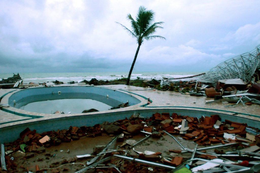 Los daños ocasionados en la zona hotelera cercana a la playa Anyer, tras el paso del tsunami, luego de la erupción del volcán Anak Krakatoa.