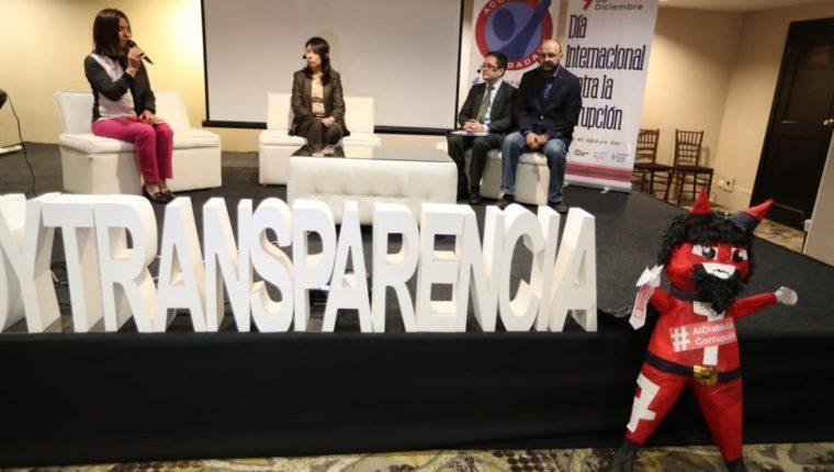 Invitados participan en un foro en el marco del Día Internacional contra la Corrupción.(Foto Prensa Libre: Carlos Hernández)